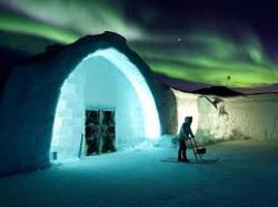 Строительство отеля из льда