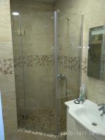 Доступные по цене душевые стеклянные двери и перегородки