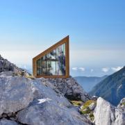 Остекление альпийского дома на скалах