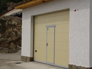 автоматические гаражные секционные ворота,Симферополь,(050)613-78-20