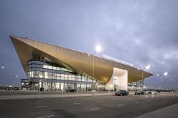 Фасад аэропорта как новый символ всего города