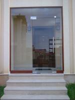 Двери входные и межкомнатные из стекла