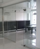 Офисные перегородки стеклянные и алюминиевые.