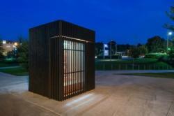 Уникальное здание со стенами из жалюзи