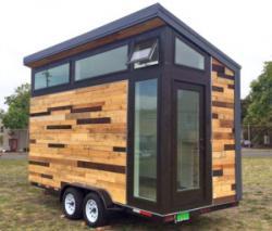 Новый модульный дом с системой солнечных батарей