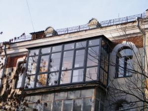 Остекление балконов и лоджий с выносом.
